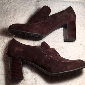 NWOB Born suede heels